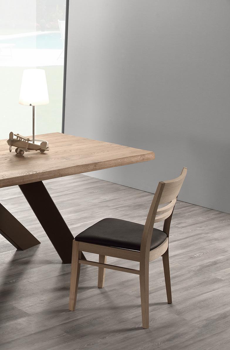 Sedute in pelle struttura in legno pizzolato tavoli treviso for Sedie design treviso