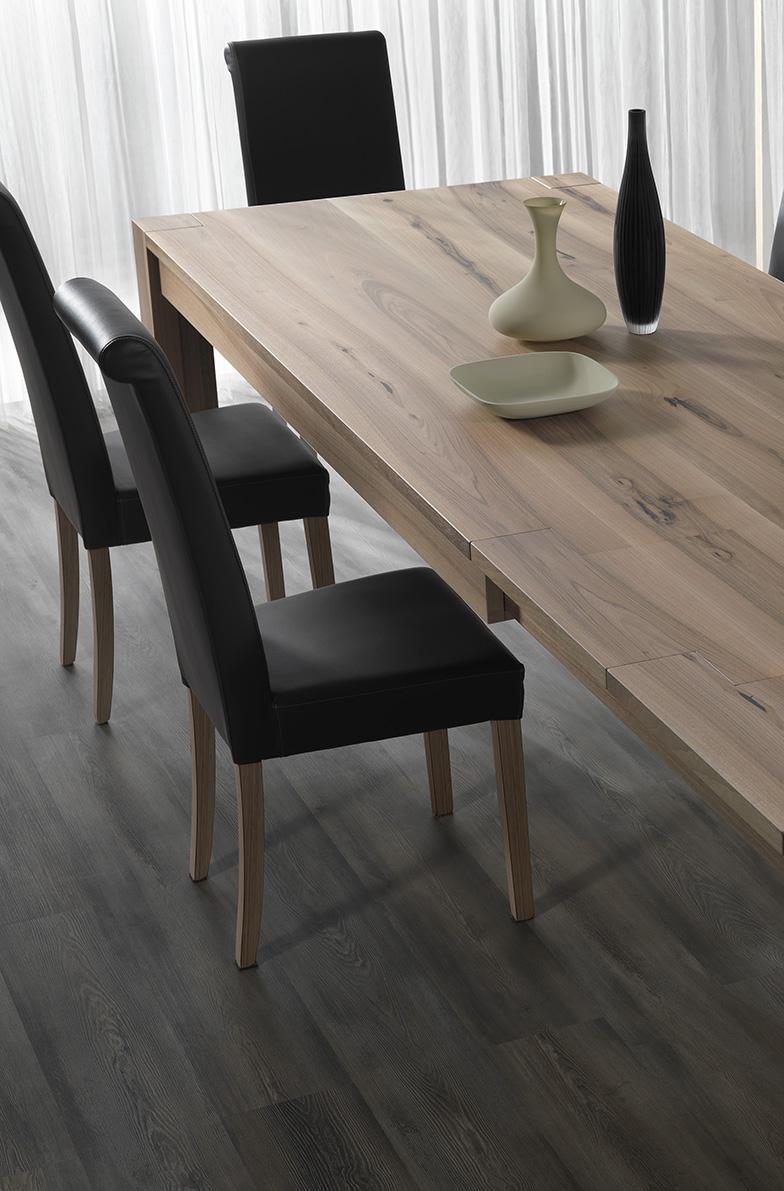 Sedie pelle con gambe legno pizzolato tavoli treviso for Sedie design treviso